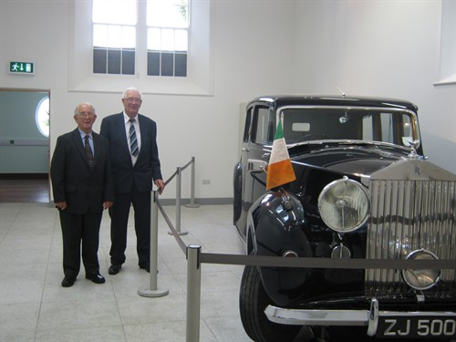 Seamus-McCormack-&-Brian-Glynn-with-the-1949-Rolls-Royce.jpg
